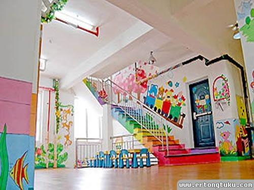 幼儿园玻璃门装饰图_彩虹颜色的楼梯_幼儿园门厅大厅布置-儿童图库