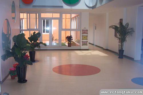 幼儿园玻璃门装饰图_幼儿园门厅入口玻璃门设计_幼儿园门厅大厅布置-儿童图库