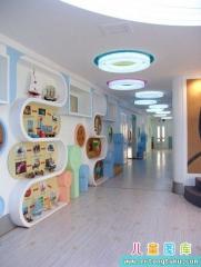 高档国际幼儿园走廊布置图片
